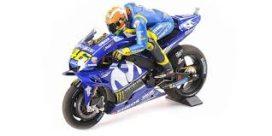 moto de course bleu avec pilote