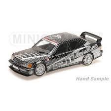 vieille voiture de course dtm grise et noire