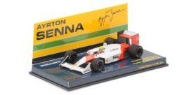 vieille voiture de course formule 1 rouge et blanc