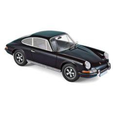 vieille voiture de sport noire coupe