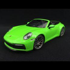 voiture de sport cabriolet verte