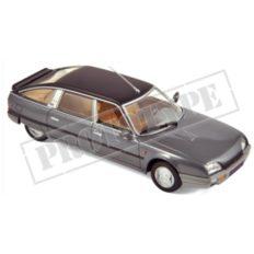vieille voiture berline grise