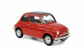 vieille petite voiture rouge