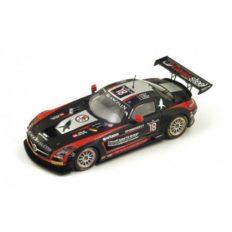 voiture de course noire et rouge