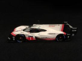voiture de course electrique blanche