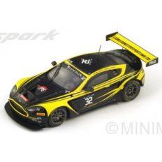 voiture de course noire et jaune