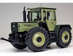 vieux tracteur agricole gris