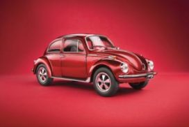 vieille voiture populaire rouge