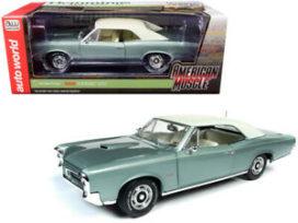 vieille voiture americaine verte