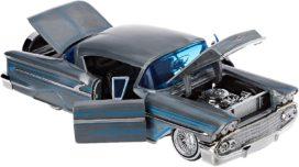 vieille voiture americaine grise et bleu