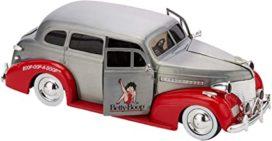 vieille voiture grise et rouge