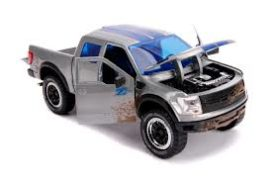 grosse jeep grise et bleu