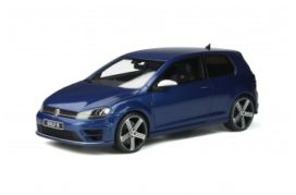petite voiture de sport bleu