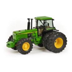 gros tracteur agricole vert