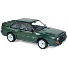 vieille voiture coupe verte