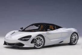 voiture de sport blanche avec toit noire
