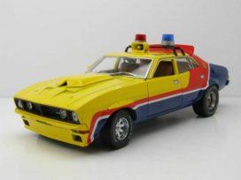 vieille voiture de police interceptor jaune et bleu