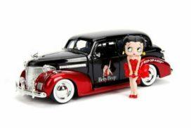 vieille voiture rouge et noire