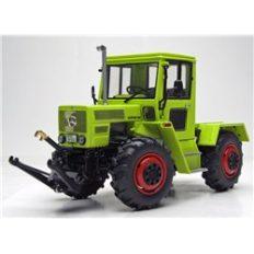 vieux tracteur agricole vert