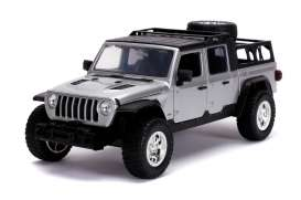 grosse voiture jeep grise