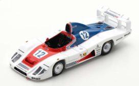 vieille voiture de course blanche,rouge et bleu