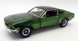 vieille voiture de sport coupe verte