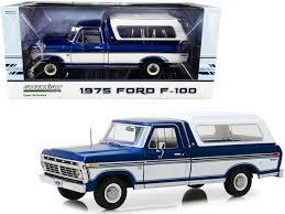vieille grosse jeep bleu et blanche