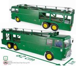 gros camion transport de voiture vert