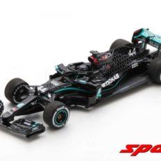 voiture de course formule 1 noire et verte