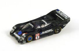 vieille voiture de course noire