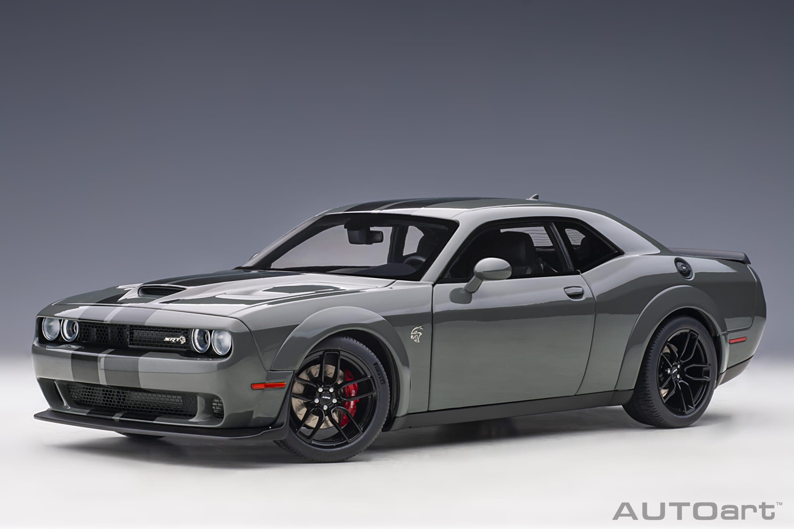voiture de sport grise coupe