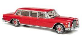 vieille voiture limousine rouge