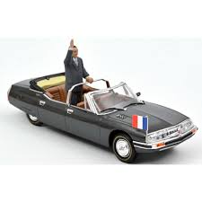 vieille voiture decapotable de president