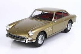 vieille voiture de sport coupe or