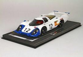 vieille voiture de course blanche et bleu