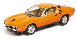 vieille voiture de sport coupe orange