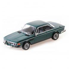 vieille voiture verte coupe