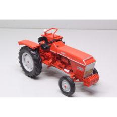 vieux tracteur agricole orange