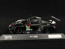 voiture de course noire