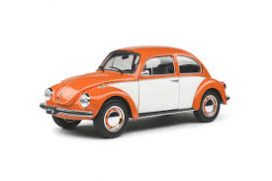 vieille voiture orange et blanche