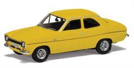 vieille voiture coupe jaune