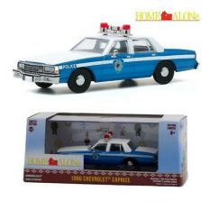 vieille voiture de police blanche et bleue
