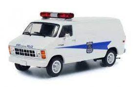 vieille camionnette de police blanche