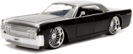 vieille voiture grise et noire