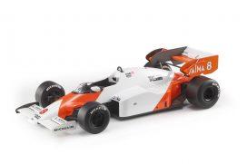 vieille voiture de course orange et blanche formule 1
