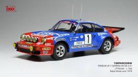 vieille voiture de rallye bleu et rouge
