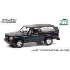 vieille jeep noire et bleu