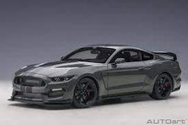 voiture de sport coupe grise