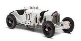 vieille voiture de course blanche et noire