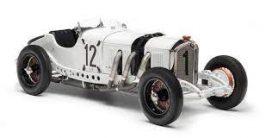 vieille voiture de sport blanche et noire